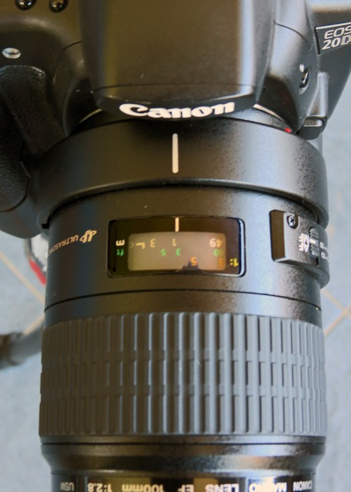 Question on the focus distance gauge on a lens