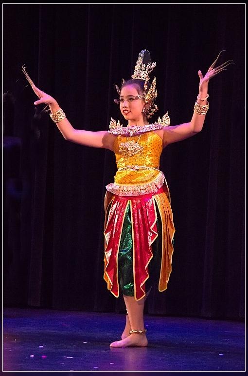 Lightzone experiments: Thai dancing by kiddies