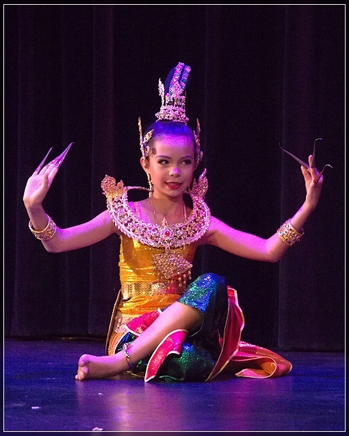 Lightzone experiments: Thai dancing by kiddies