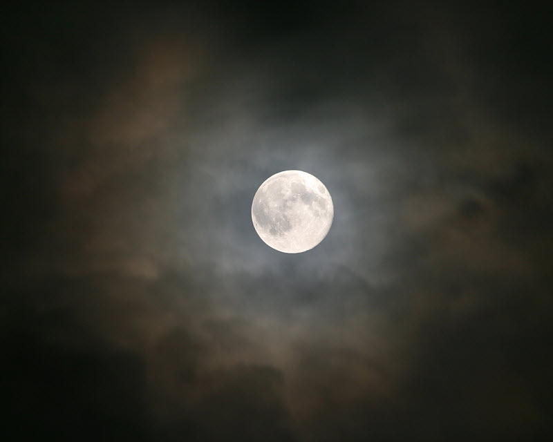 Moon with clouds, how?